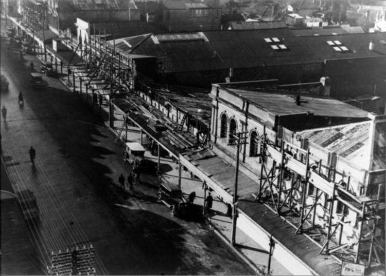 Queen Street, north of the Lincoln Road intersection, taken from the Post Office tower. [Courtesy of Wairarapa Archive]