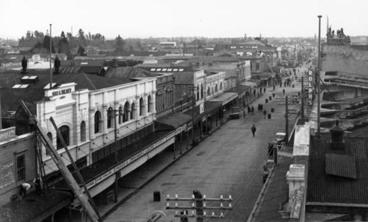 Queen Street, looking south, probably from the top of C.E. Daniell's hardware shop. [Courtesy of Wairarapa Archive]