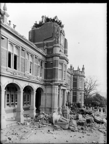 Nelson College building damaged by the Murchison earthquake, 1929. [Jones, Frederick Nelson, 1881-1962. Ref #: 1/1-012112-G Part of: Negatives of the Nelson district (PAColl-3051)]