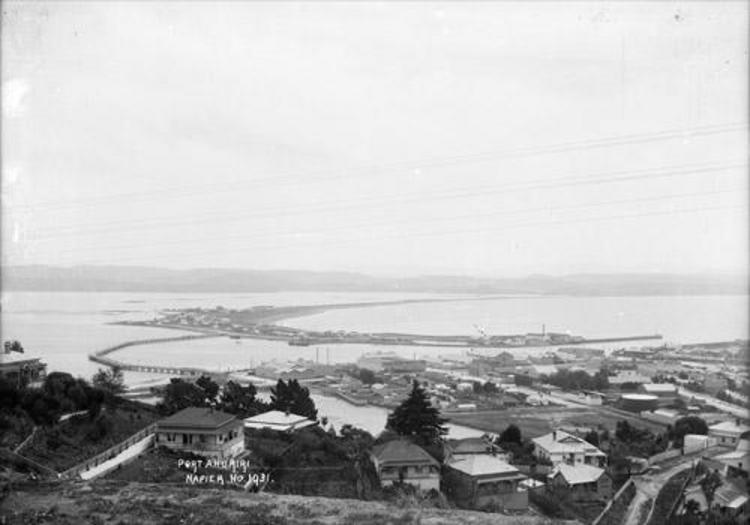 Port Ahuriri, Napier, before the earthquake (ca 1910s). [Price, William Archer, d. 1948. Ref #: 1/2-001383-G Part of: Collection of post card negatives (PAColl-3057)]